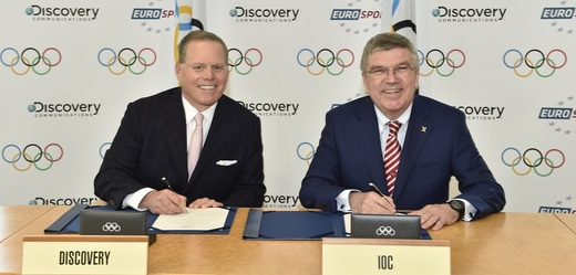 Prezident Discovery Communications David Zaslav (vlevo) a předseda MOV Thomas Bach.